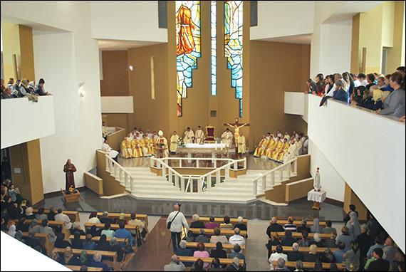 """Oneşti: Invitaţie la hramul liceului, al sanctuarului şi al Custodiei """"Fericitul Ieremia"""""""