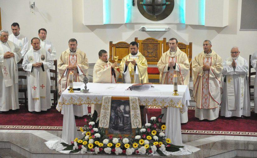 """Hramul Conventului """"Sfântul Padre Pio"""" din Roman"""